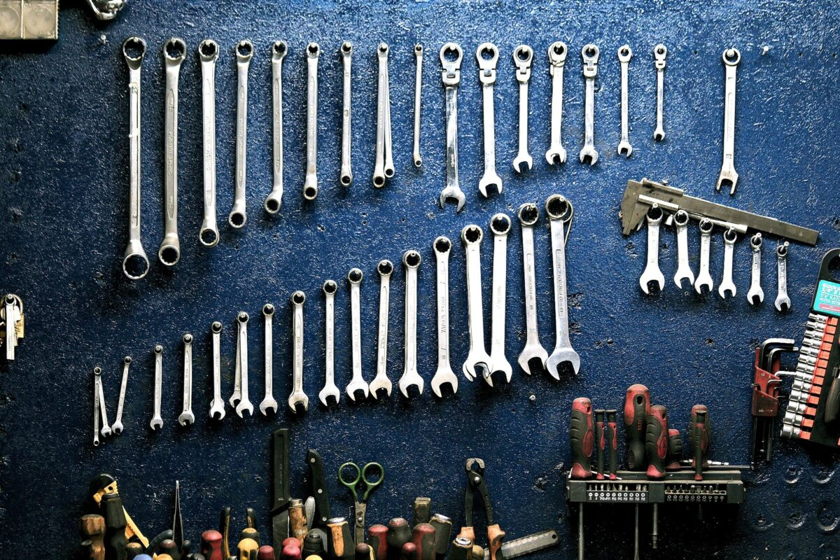 Garage Storage Systems: 7 Things to Consider to Help You Find the Best Sellers