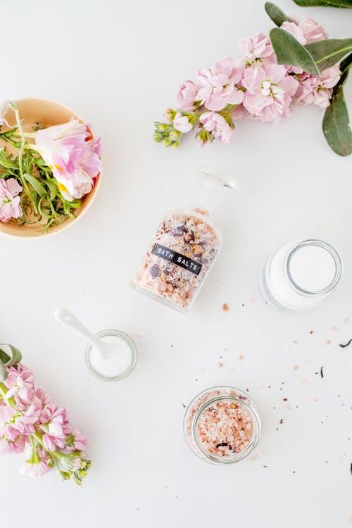 The Many Benefits of a Healing Salt Bath